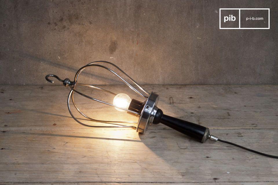 Hangend of liggend, deze lamp geeft een extra retro touch