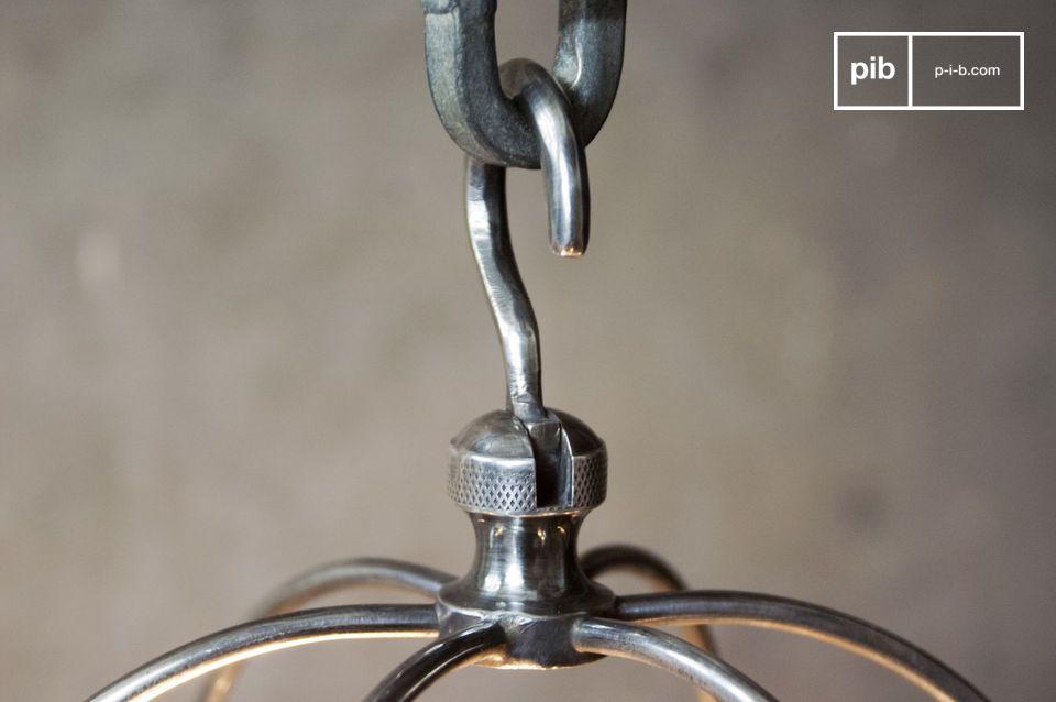 Deze ongewone lamp kan opgehangen worden boven een nachtkastje naast een industriele klok of in de