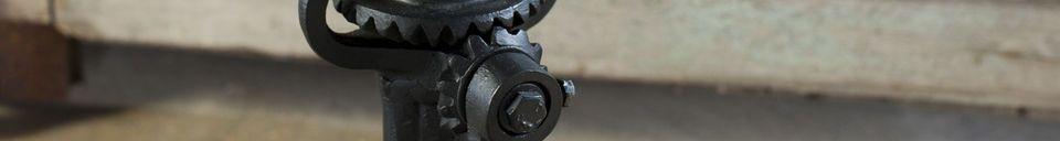 Benadrukte materialen Industriële kruk met slinger