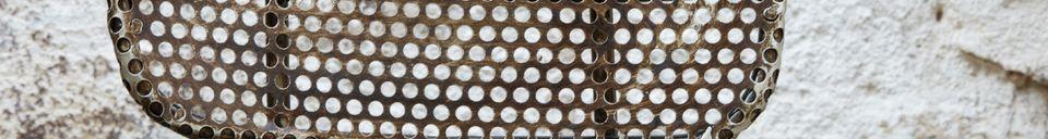 Benadrukte materialen Industriële stoel van geperforeerd staal