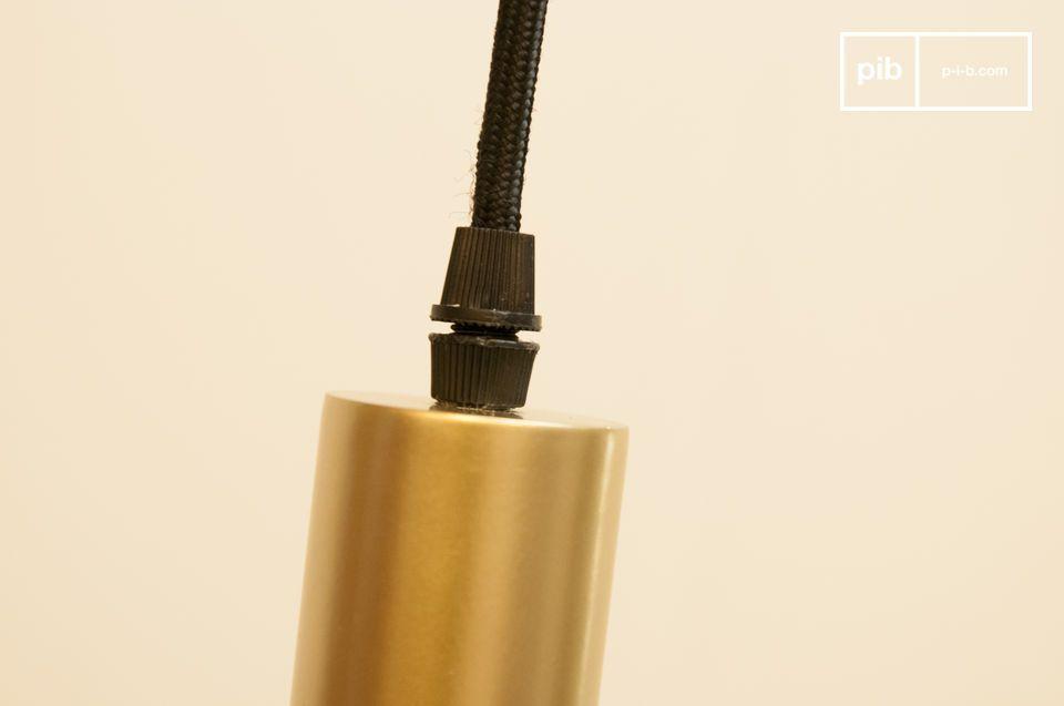 Goud en licht in combinatie met deze ophanging: de Isabelle hanglamp is gemaakt van aluminium