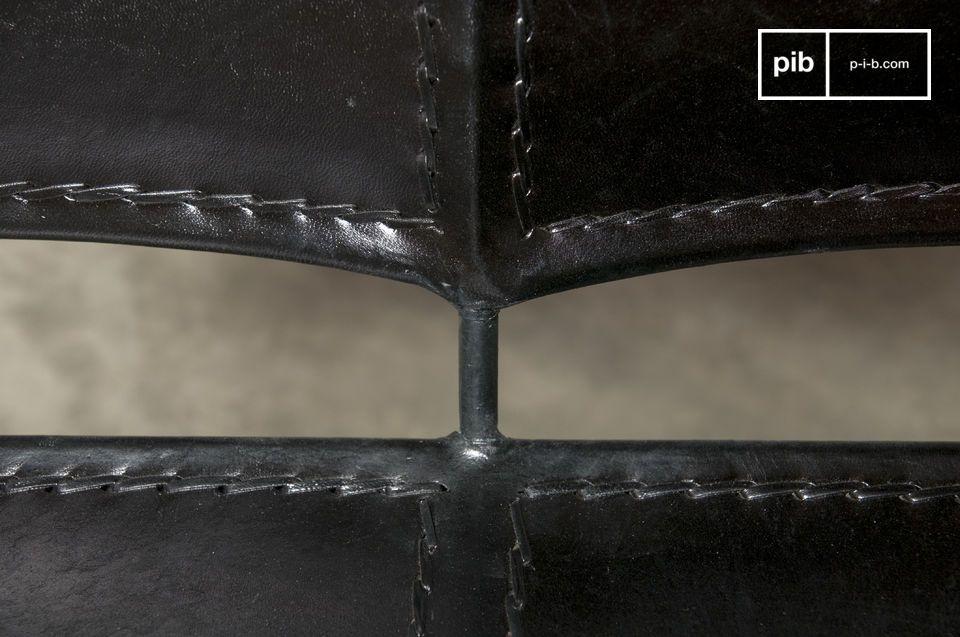Een 100% metalen en leren fauteuil met een Latijnse vintage stijl voor een originele en stijlvolle