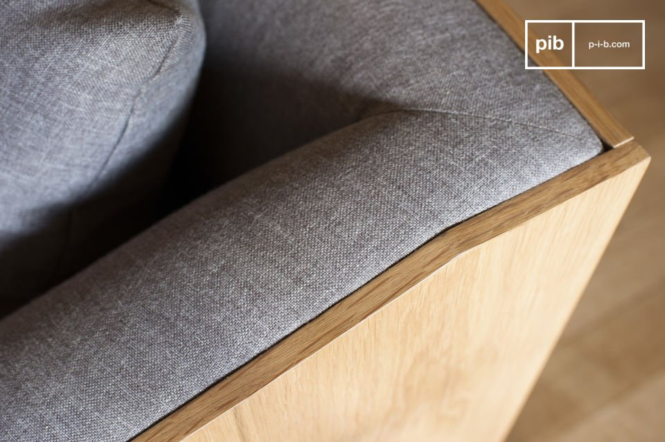 Met zijn dunne poten is de fauteuil elegant en comfortabel