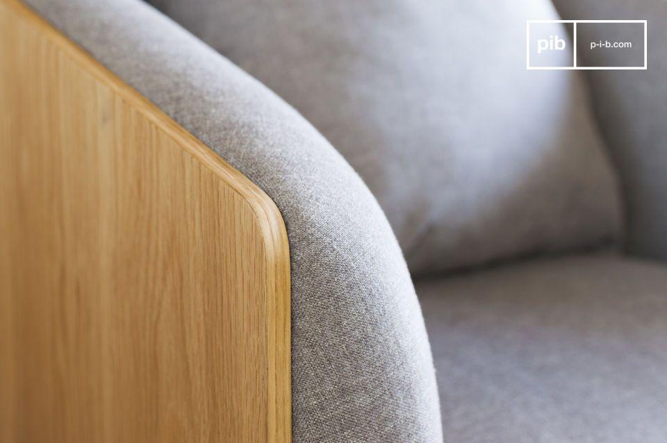 De Jackson vintage fauteuil toont rechte lijnen en elegantie