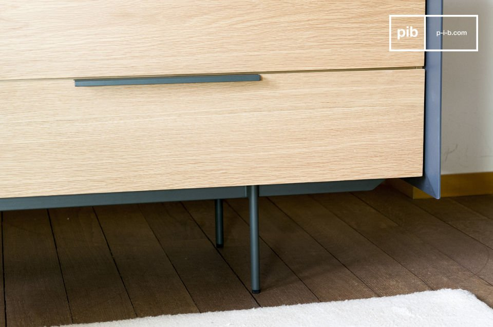 Met een lengte van 180 cm heeft een ladenkast design een grote opslagruimte