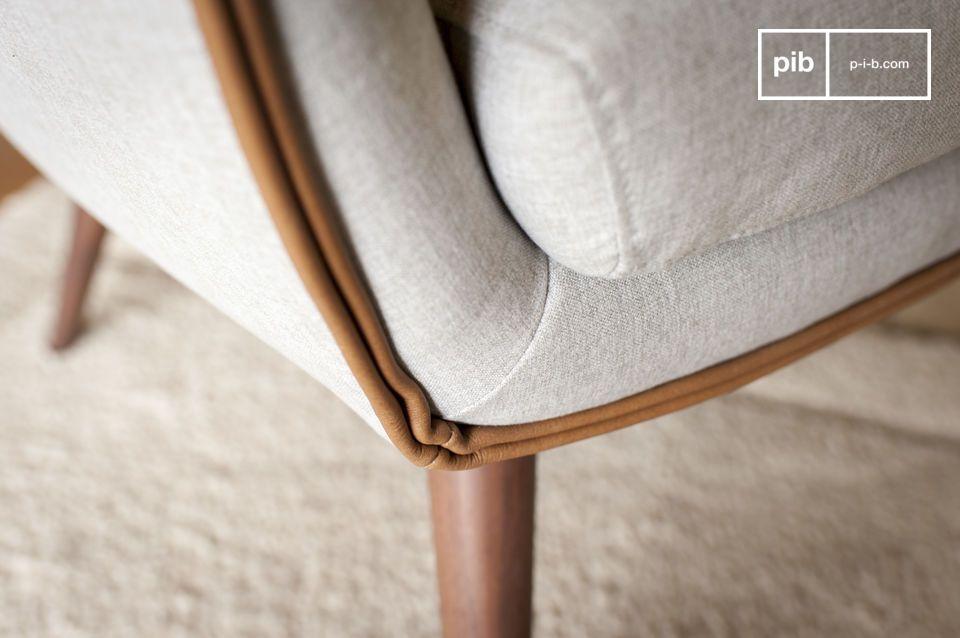 Met zijn lichte gewicht vindt de stoel Järvi zijn plaats in een slaapkamer of woonkamer en biedt