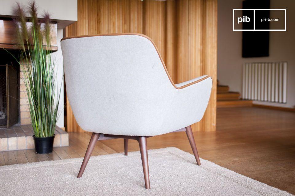 Op het eerste gezicht heeft deze stoffen fauteuil een relatief eenvoudige stijl dankzij zijn