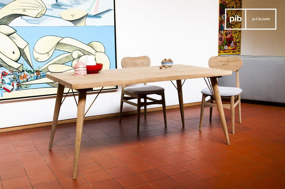 Jotün houten tafel