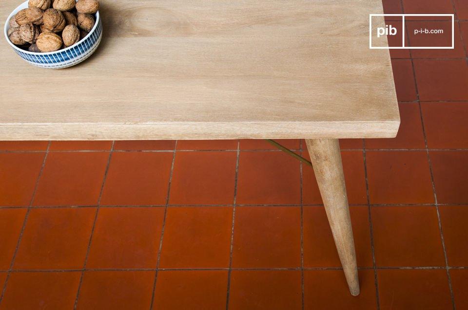 De Jotün houten tafel heeft een uitzonderlijke stabiliteit