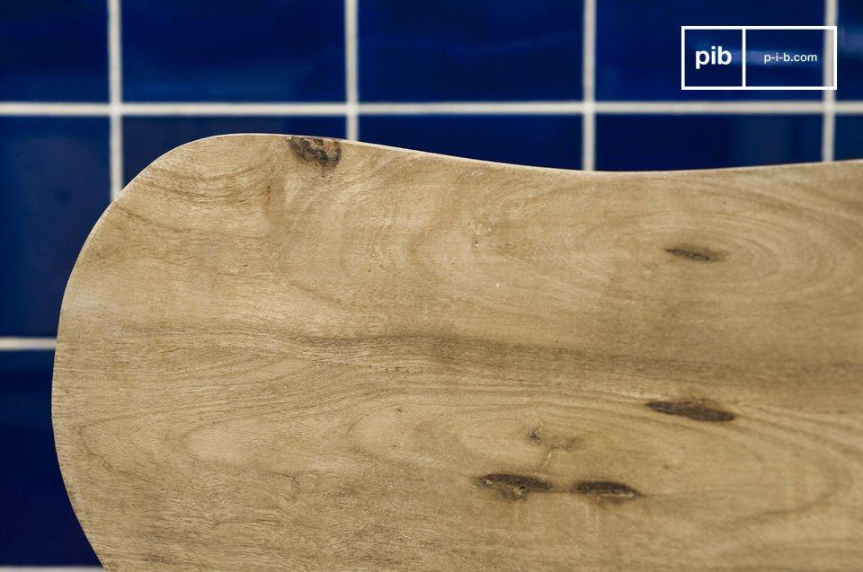 Volledig gemaakt van massief hout, de Jotün stoel is erg stevig