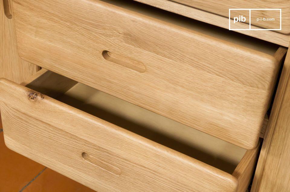 Al met al is het Kadrell eiken dressoir ontworpen om zelfs enkele van de zwaarste voorwerpen te