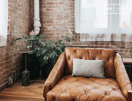 Kale muren, metalen installaties en ongepolijste meubelen geven een sterk karakter aan een leefruimte.