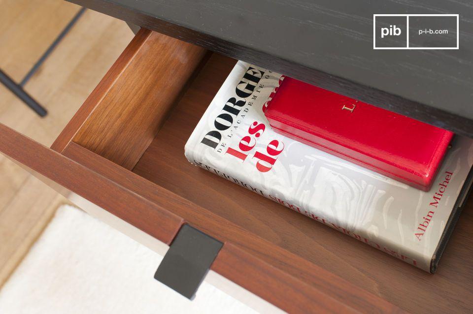 Het bureau is samengesteld uit een licht gestructureerd zwart houten blad