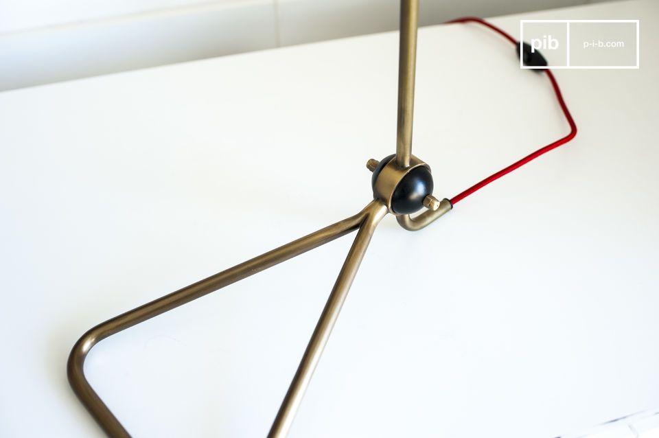 De Kelly lamp is een prachtige design lamp met een fijne structuur die een warme licht zal