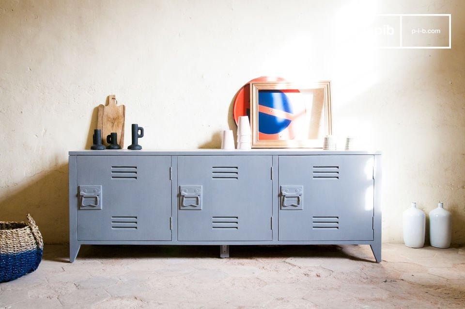 Het maakt niet uit of je de Kilit Credenza wilt gebruiken als sidetable, dressoir of als tv-meubel, het trendy meubelstuk maakt jouw unieke interieur helemaal af!   Dit meubelstuk is geïnspireerd op de klassieke locker die werden gebruikt in fabrieken