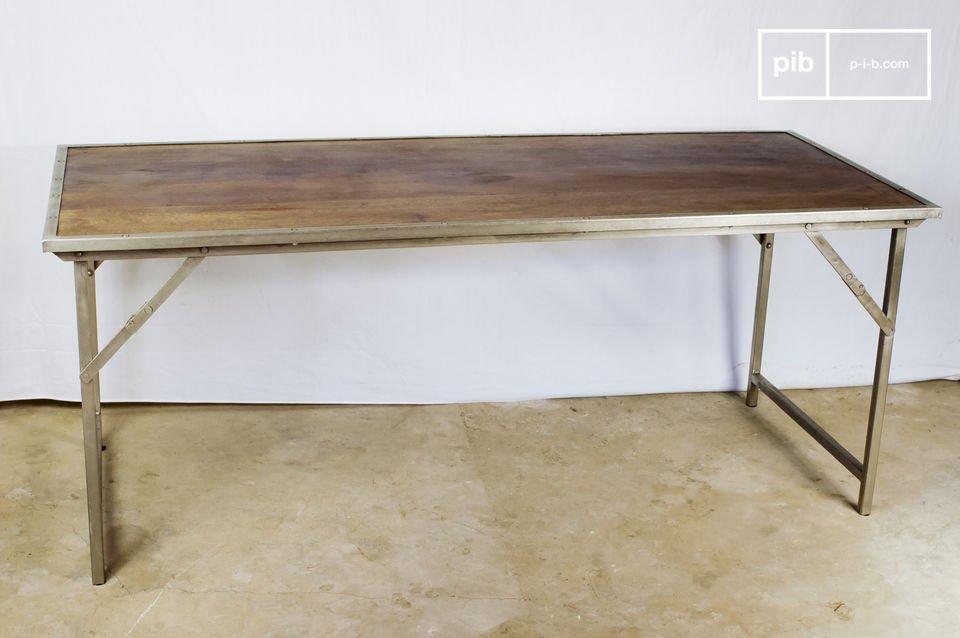 Industriële excellentie en extreem praktisch, deze tafel past in een kantoor of eetkamer