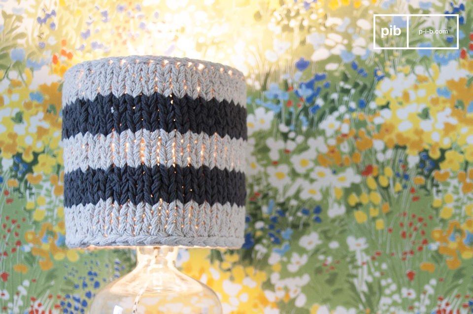 Wat voor lampenvoet je ook gebruikt, de gehaakte Paimpol lampenkap voegt een vintage touch toe aan elke kamer