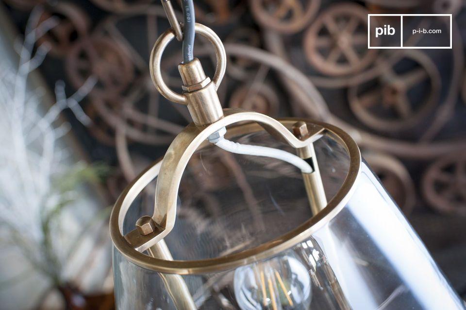 De Lacanau glazen hanglamp neemt de kegelachtige vorm aan van de traditionele lampenkappen