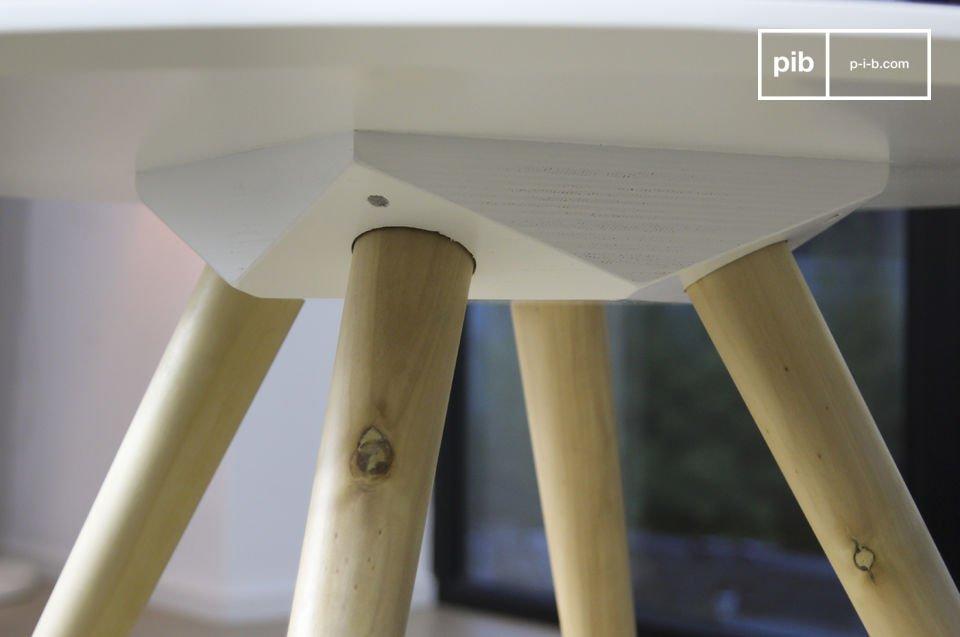 De vintage Scandinavische stijl van de lage Beel tafel is perfect om te gebruiken als bijzettafel