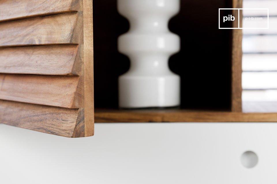 Volledig gemaakt van acaciahout, erg robuust en garandeert een duurzame aankoop
