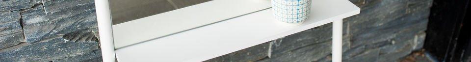 Benadrukte materialen Leaning spiegel