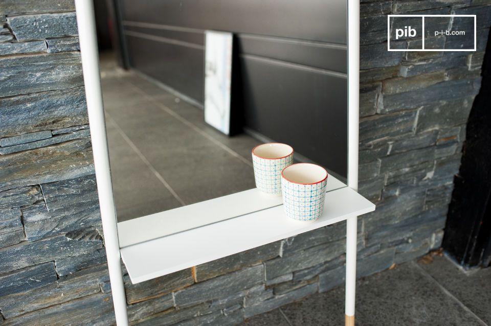 De Leaning spiegel is een decoratief accessoire met een hoogte van 172 centimeter