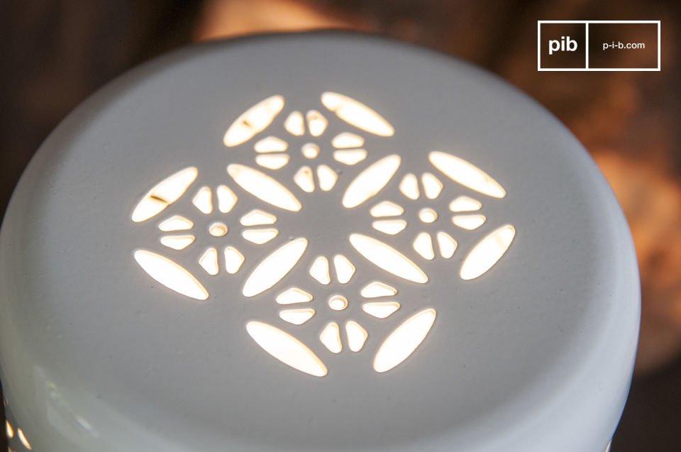 De Lënie tafellamp is een kleine lamp vol karakter die je genoeg licht geeft voor een romantische