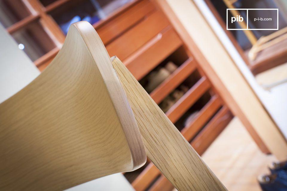 De zitting bestaat uit een dun kussen van dik canvas opgevuld met dicht schuim