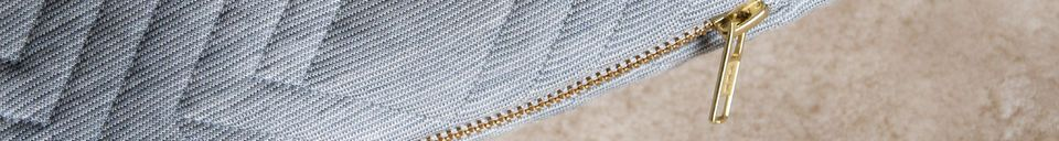 Benadrukte materialen Lichtgrijs gewatteerd kussen
