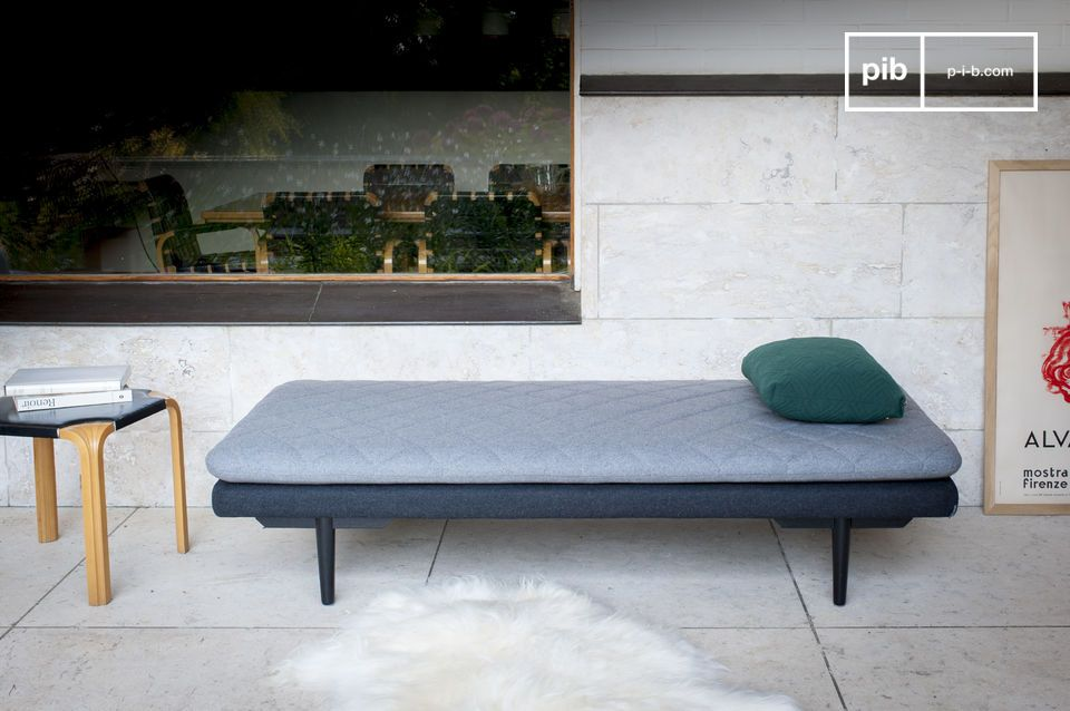 Comfortabele stoel, tijdloos design, Minimalistische stijl