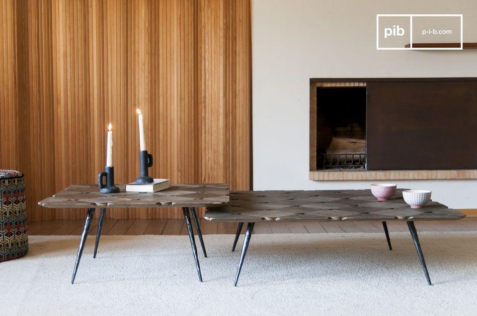 Een elegante salontafel met een geruit blad in blond hout