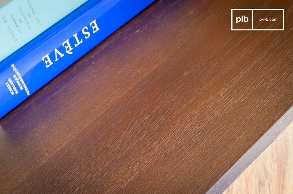 Het Linéa houten dressoir heeft een uitzonderlijk ontwerp en combineert grafische lijnen en