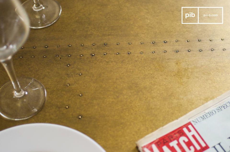 Het tafelblad van de Liverpool eettafel is gemaakt van eikenhout
