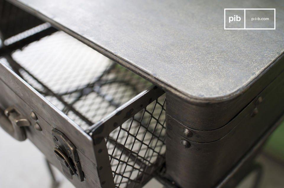 De Louis Latch tafel is een totaal uniek meubelstuk dat vrolijkheid en een industrieel vintage touch