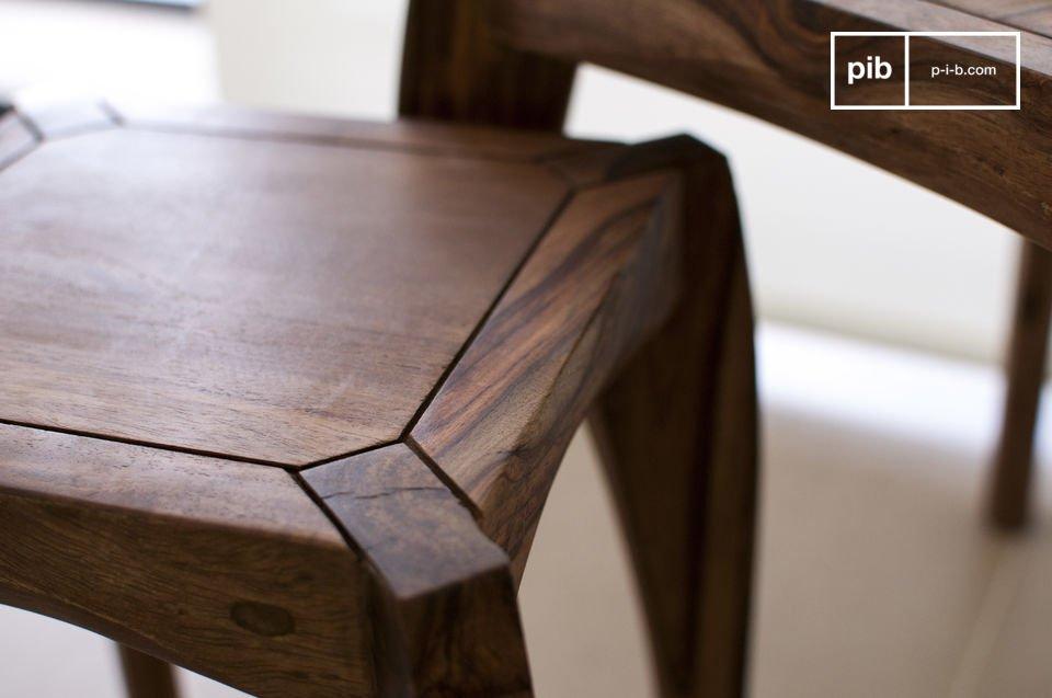 De drie tafels kun je verspreiden over de kamer of samen zetten als een praktische en verstelbare