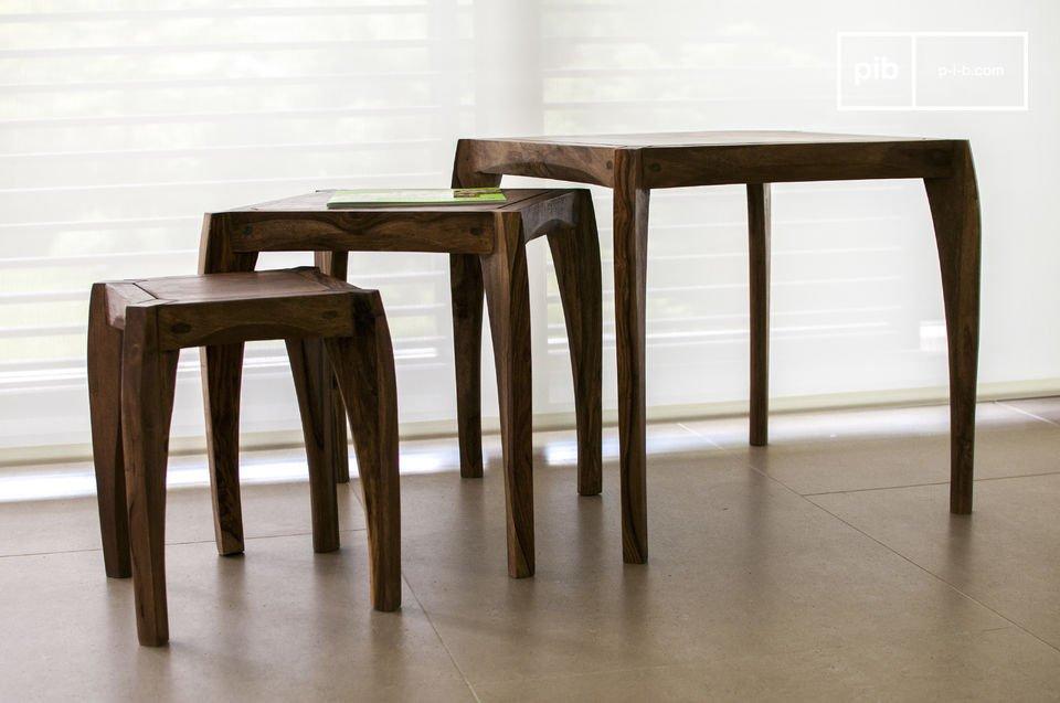 De tafels zijn uitstekend afgewerkt: de hoeken en poten zijn precies en zorgvuldig afgerond