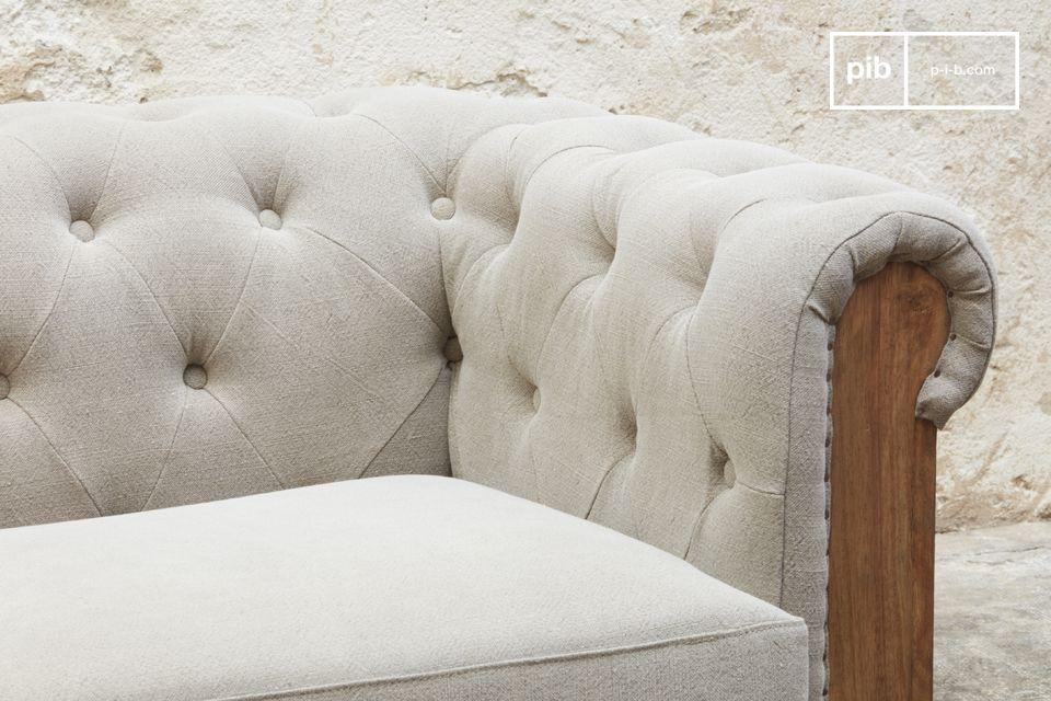Deze verbazingwekkende groot formaat bank in een rauw design zal liefhebbers van authentieke meubels