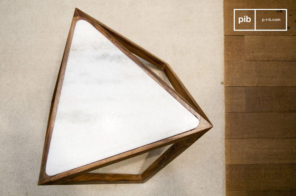 Je zult houden van de Marmori driehoekige bijzettafel met zijn Scandinavische retro design en