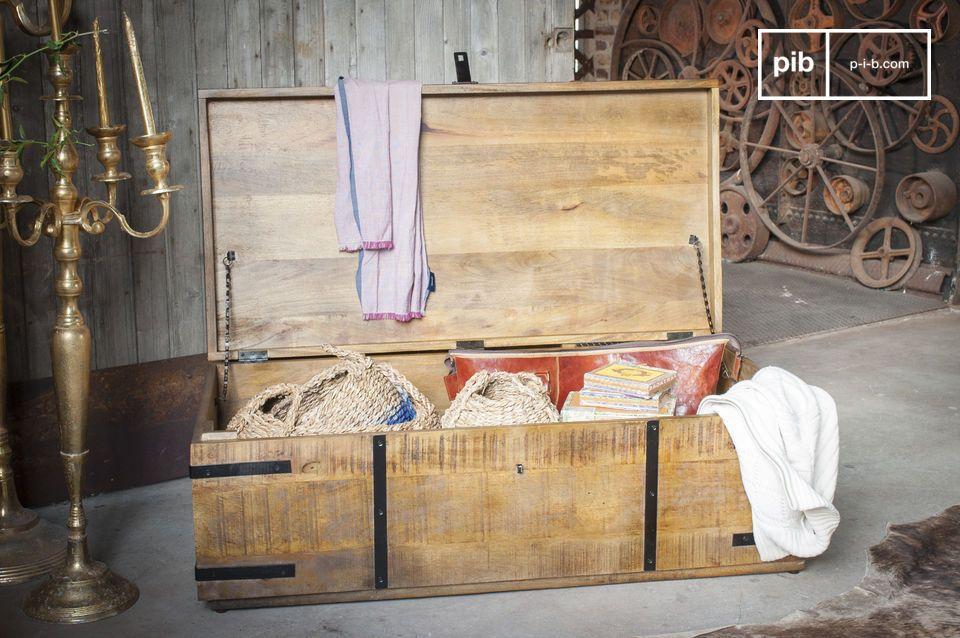 Een mooie stam die kan worden gebruikt als een kist of een salontafel