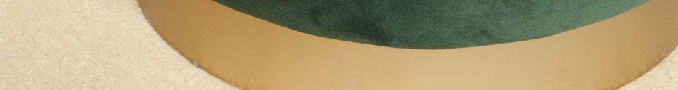 Benadrukte materialen Messing en groene fluwelen poef Dallas