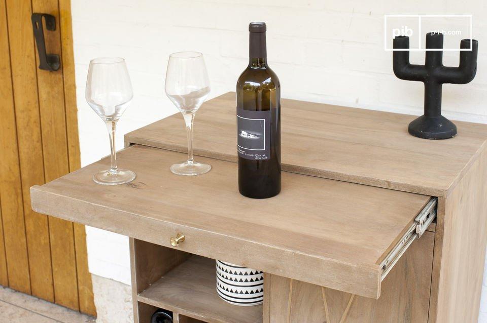 Daarnaast heeft de deze kast van onze scandinavische meubels een functioneel aspect