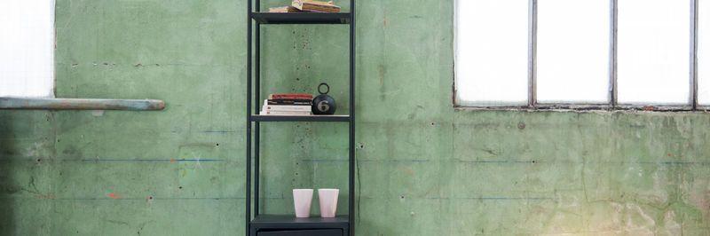 Metalen boekenkasten in industriële stijl snel weer terug in de collective