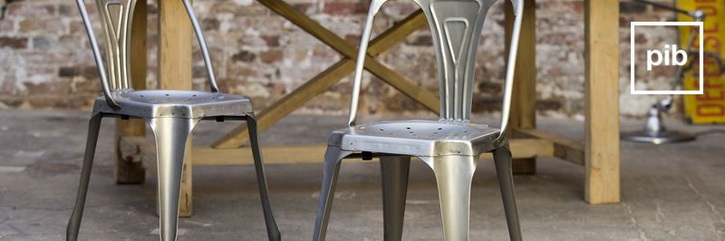 Metalen eetkamerstoelen in industriele stijl snel weer terug in de collective