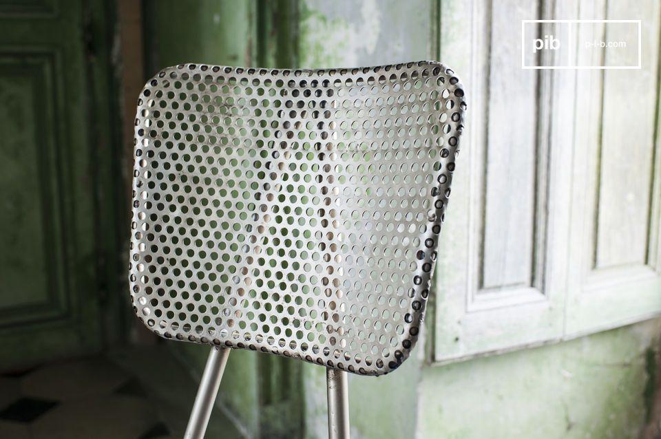 Kies voor een stevige en originele stoel gemaakt van een geperforeerde dikke plaat die een