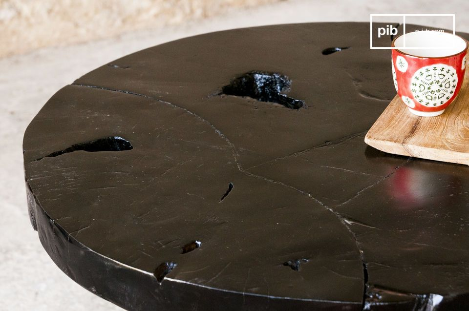 Donkere vintage tafel met een elegante uitstraling