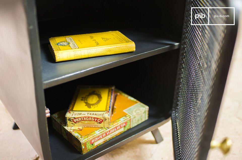 Nachtkastje of bijzettafel met neo-retro accenten