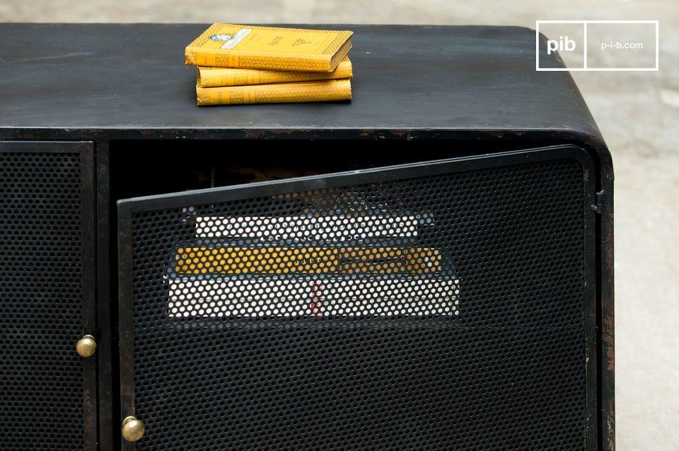 Het kastje combineert twee stijlen voor een vlekkeloos resultaat: aan de ene kant de typische