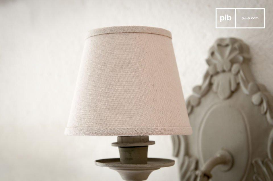 Zodra de Mistral lampenkap op een lamp geplaatst wordt voegt het meteen een romantische sfeer toe aan je interieur
