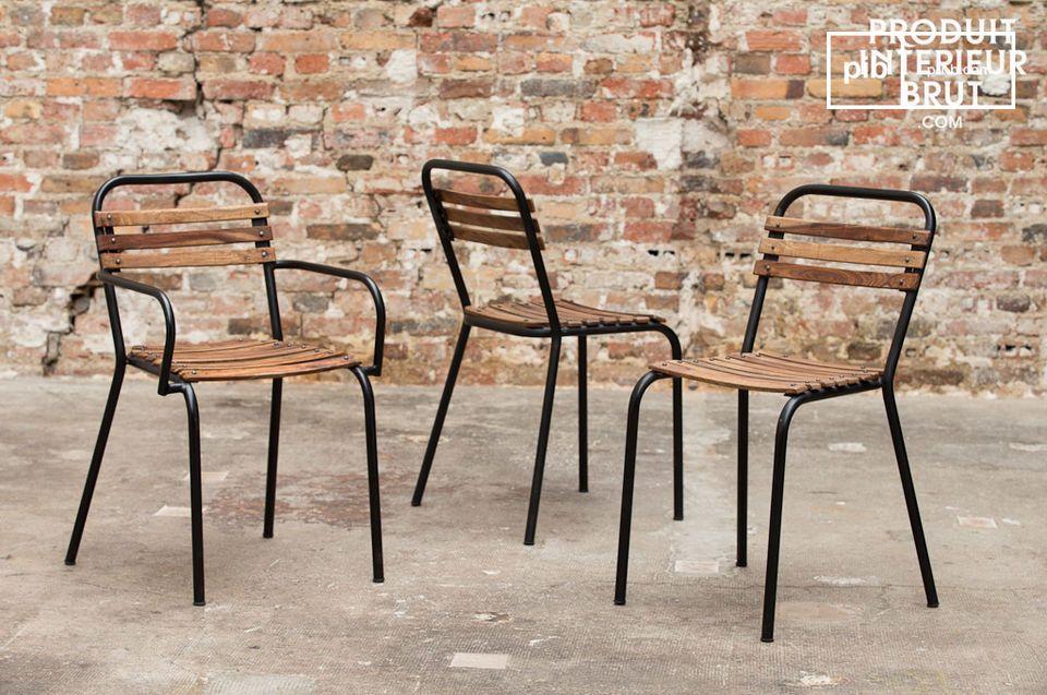 Plaats deze stoel aan het einde van de eettafel om een industrieel vintage karakter toe te voegen