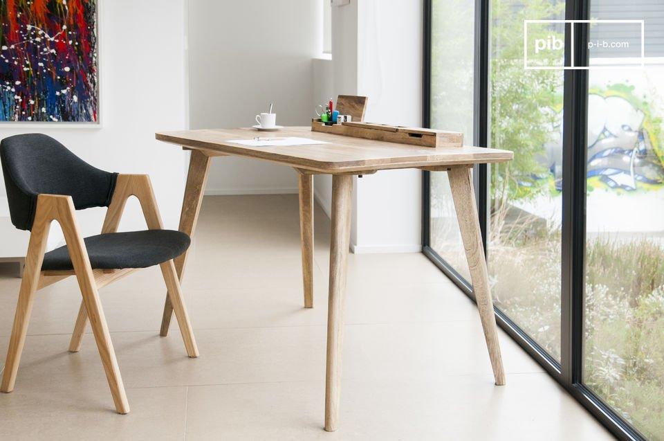 Volledig gemaakt van licht hout, het Môka bureau creëert een natuurlijke Scandinavische stijl in je interieur